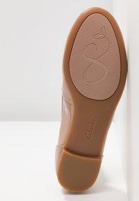 Clarks - COUTURE BLOOM - Ballet pumps - nude - 6