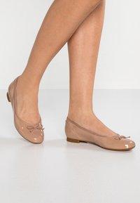 Clarks - COUTURE BLOOM - Ballet pumps - nude - 0