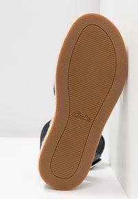 Clarks - BOTANIC POPPY - Sandály na platformě - navy interest - 6