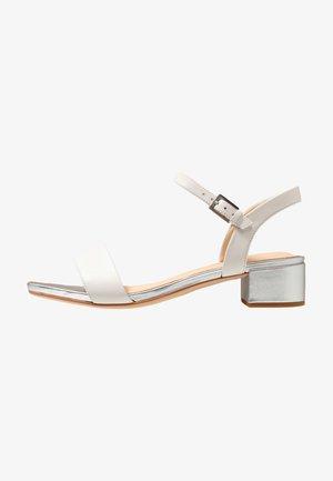 ORABELLA IRIS - Sandaalit nilkkaremmillä - white