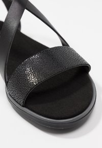Clarks - BAY ROSIE - Sandaalit nilkkaremmillä - black - 2