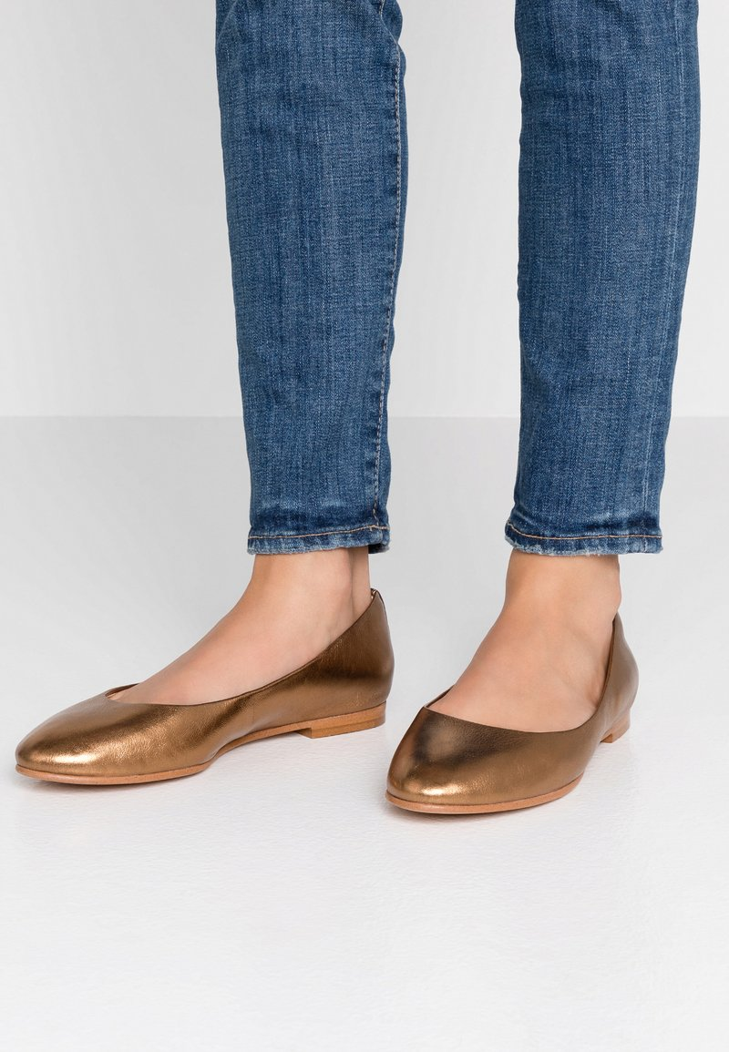 Clarks - GRACE PIPER - Ballet pumps - bronze metallic
