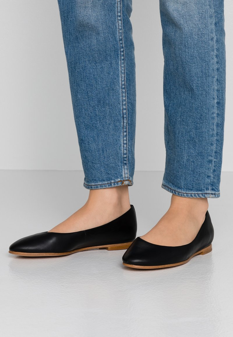 Clarks - GRACE PIPER - Baleríny - black