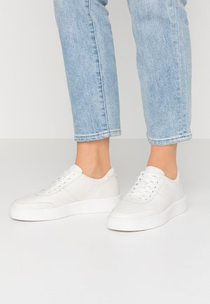 HERO WALK - Trainers - white