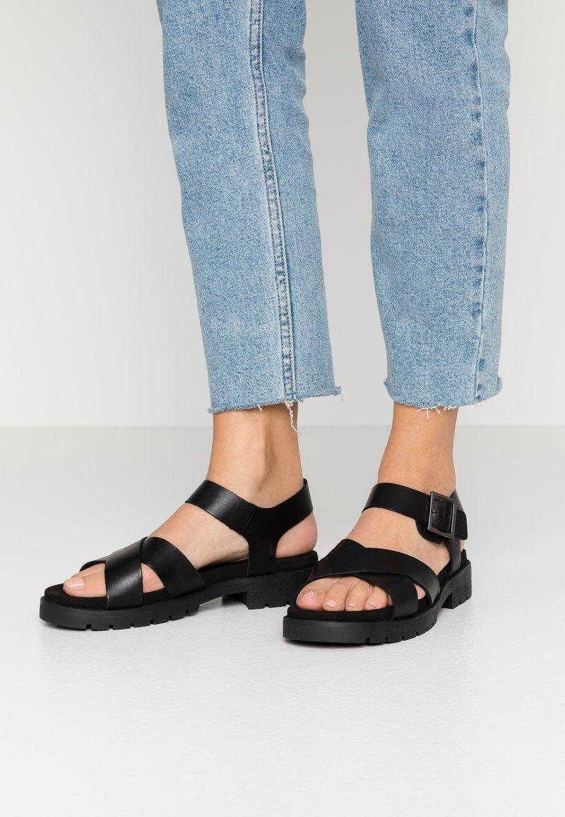 Clarks - ORINOCO STRAP - Sandalen met plateauzool - black
