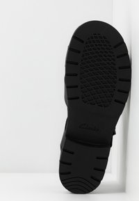 Clarks - ORINOCO STRAP - Sandalen met plateauzool - black - 6