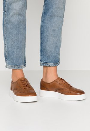 HERO BROGUE - Casual lace-ups - tan