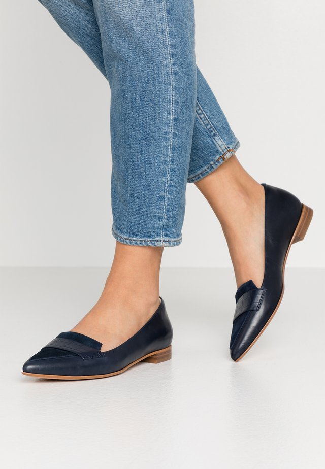 LAINA LOAFER - Loaferit/pistokkaat - navy