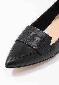 Clarks - LAINA LOAFER - Scarpe senza lacci - black - 2