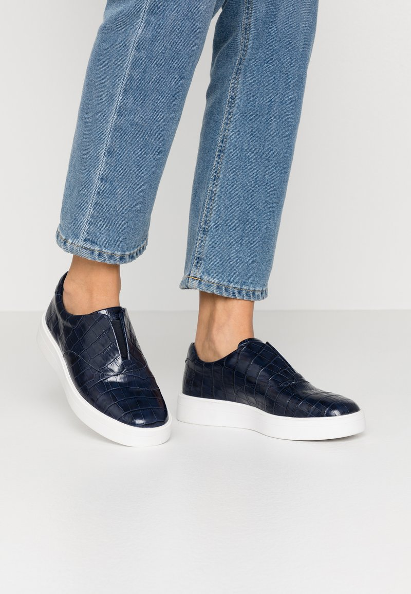 Clarks - HERO STEP - Slip-ons - navy