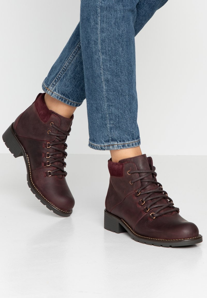 Clarks - ORINOCO DEMI - Lace-up ankle boots - Burgundy