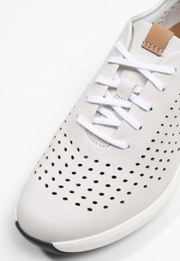 Clarks - UN RIO TIE - Baskets basses - white - 6