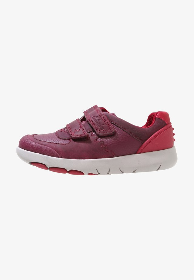 REX QUEST - Trainers - berry red