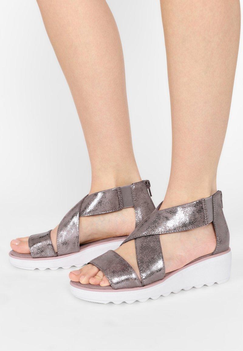 Clarks - Sandalen met sleehak - zinn-metallic