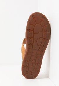 Clarks - TRACE SHORE - Sandalias de dedo - light tan - 6