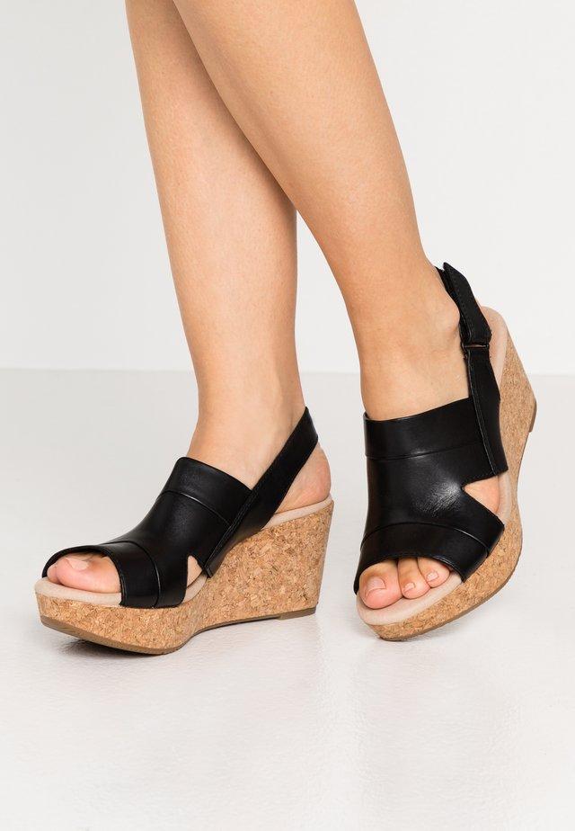 ANNADEL  - Sandały na platformie - black