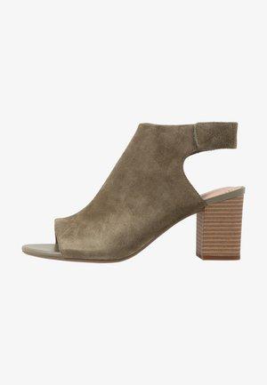 DEVA BELL - Sandalen met enkelbandjes - olive