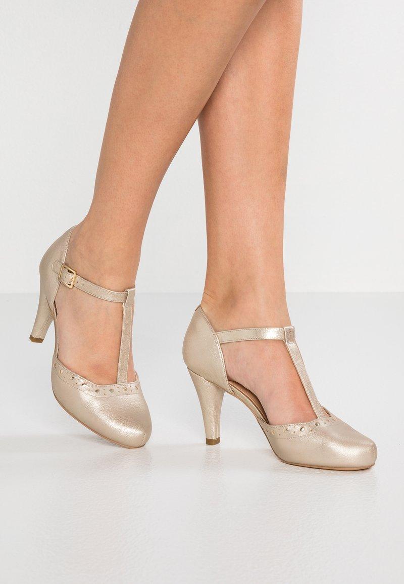 Clarks - DALIA LEAH - Classic heels - champagne