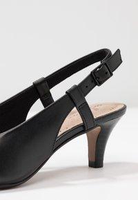 Clarks - LINVALE LOOP - Tacones - black - 2