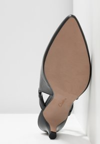 Clarks - LINVALE LOOP - Tacones - black - 6