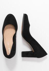 Clarks - KAYLIN CARA - Classic heels - black - 3