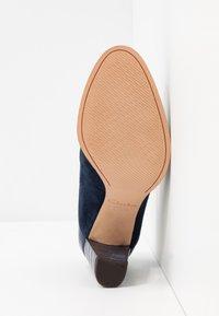 Clarks - KAYLIN ALBA - Classic heels - navy - 6