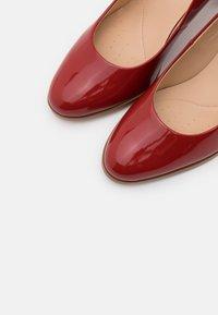 Clarks - KAYLIN CARA  - Classic heels - red - 5