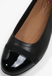 Clarks - UN BLUSH CAP - Ballerina's - black - 6