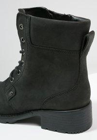 Clarks - ORINOCO SPICE - Šněrovací kotníkové boty - black - 5
