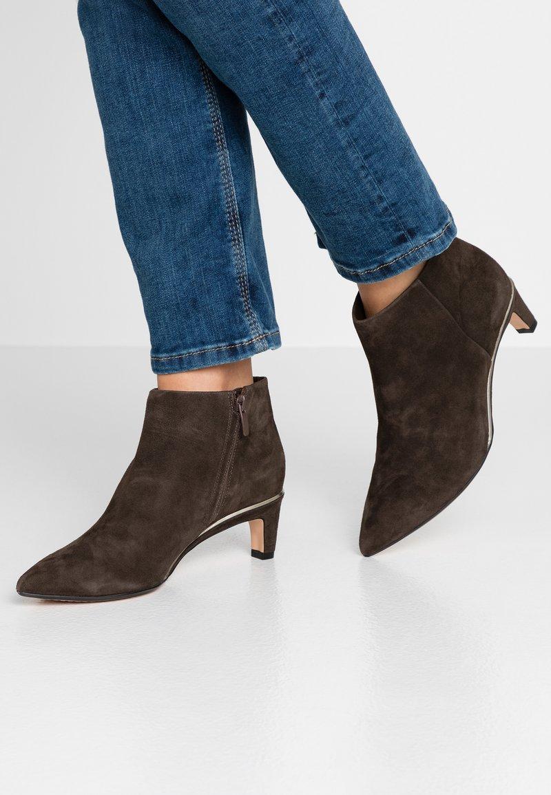 Clarks - ELLIS EDEN - Ankelstøvler - dark brown