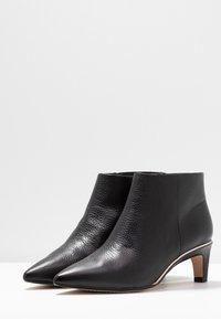 Clarks - ELLIS EDEN - Kotníková obuv - black - 4