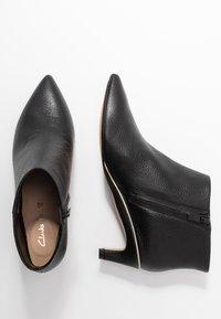 Clarks - ELLIS EDEN - Kotníková obuv - black - 3