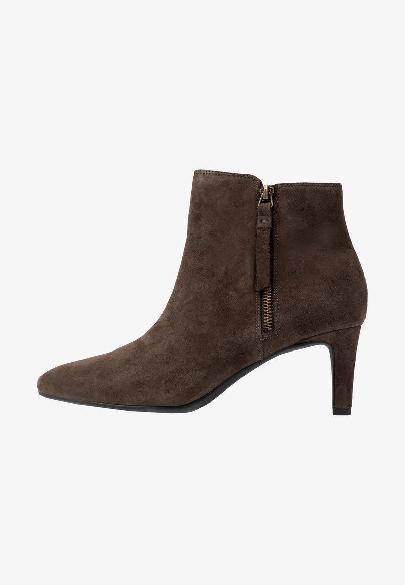Clarks - CALLA BLOSSOM - Ankelstøvler - dark brown