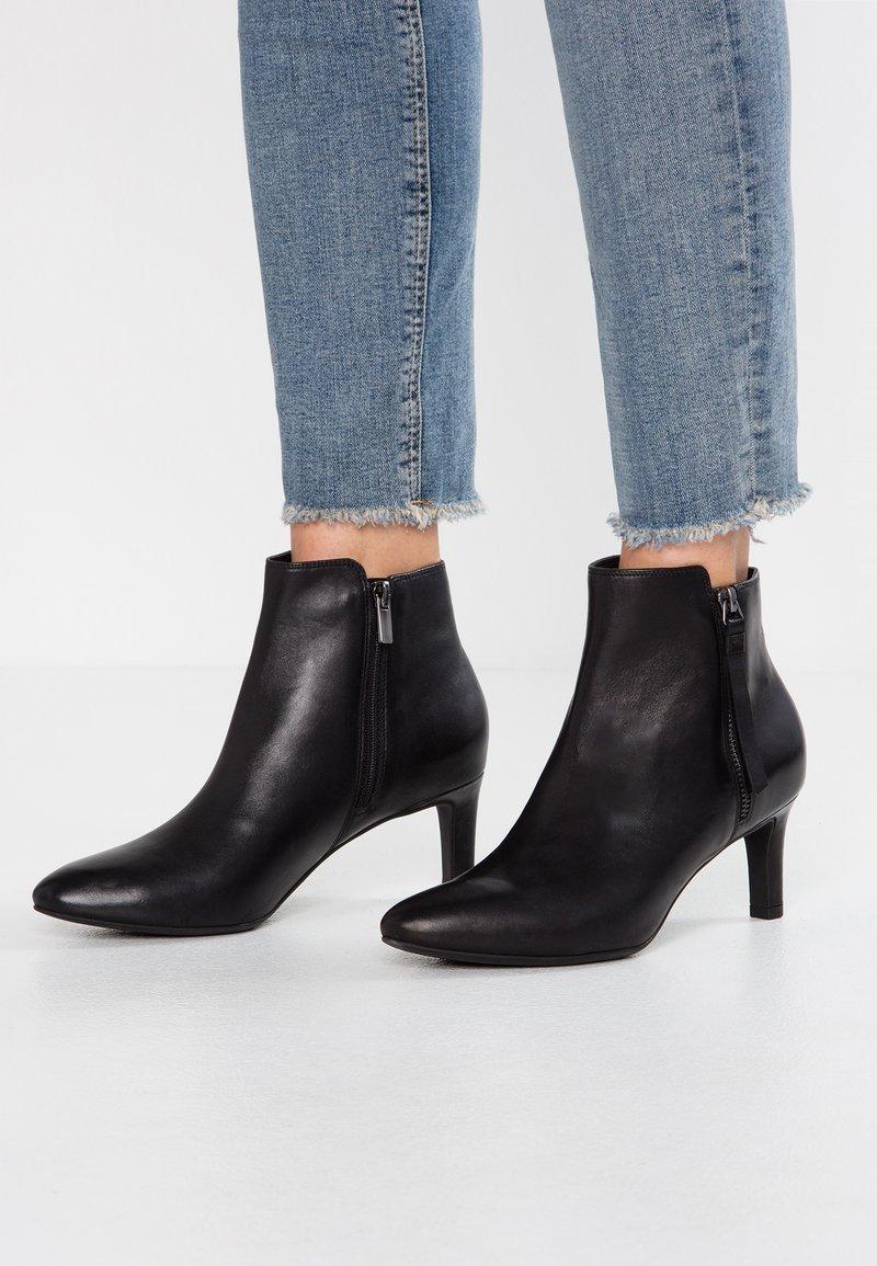 Clarks - CALLA BLOSSOM - Boots à talons - black
