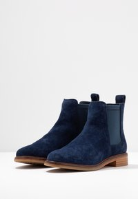 Clarks - ARLO - Ankle Boot - navy - 4
