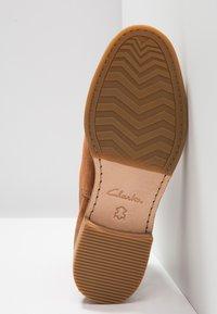 Clarks - ARLO - Ankle Boot - dark tan - 6