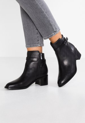 POISE FREYA - Bottines - black