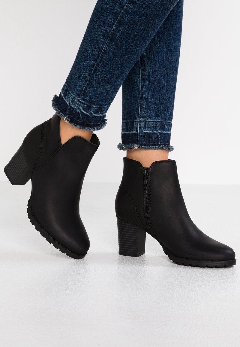 Clarks - VERONA TRISH - Kotníková obuv - schwarz