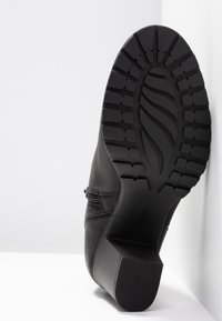 Clarks - VERONA TRISH - Kotníková obuv - schwarz - 6