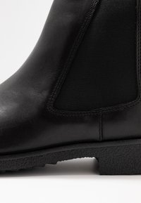 Clarks - GRIFFIN PLAZA - Ankle Boot - black - 2