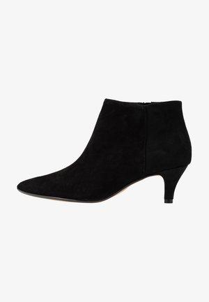 LINVALE SEA - Kotníková obuv - black