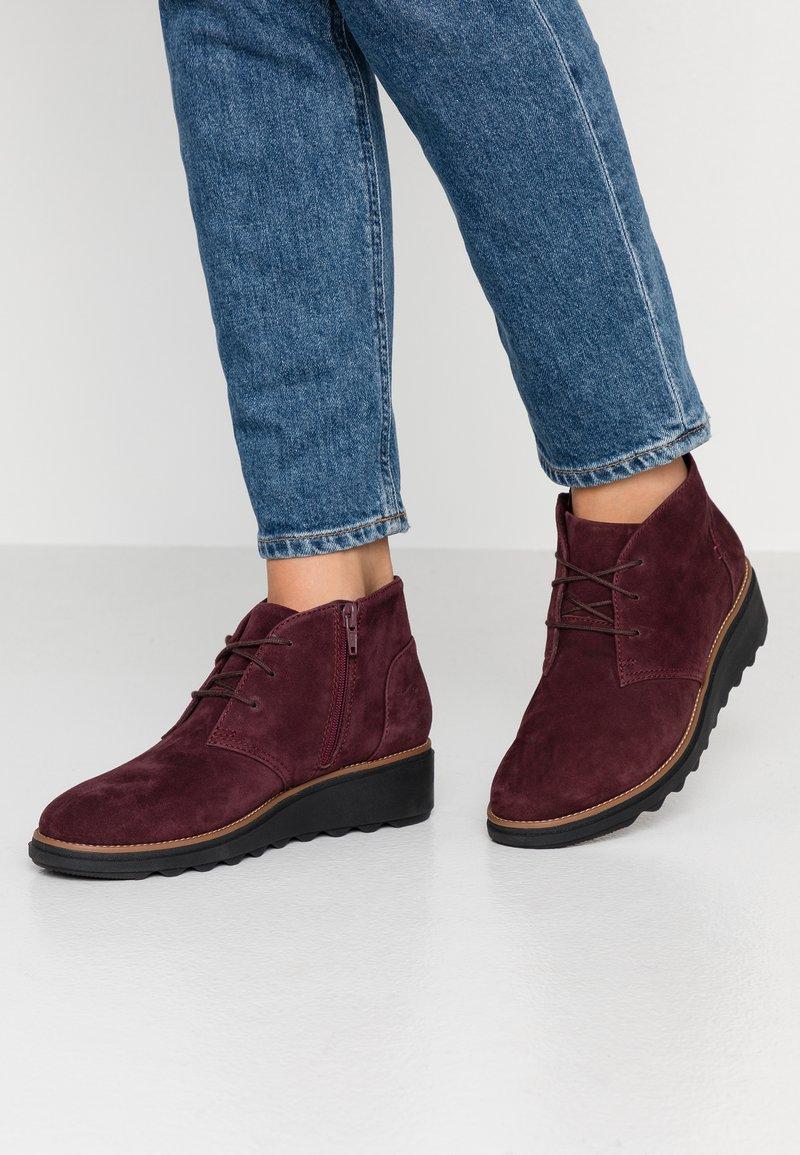 Clarks - SHARON HOP - Ankle boots - burgundy
