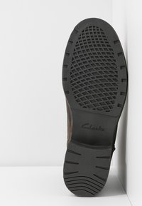 Clarks - ORINOCO HOT - Støvletter - dark brown