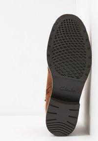 Clarks - ORINOCO DUSK - Snørestøvletter - tan - 6