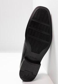 Clarks - TILDEN - Elegantní šněrovací boty - black - 4
