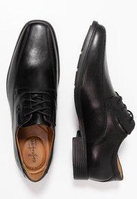 Clarks - TILDEN - Elegantní šněrovací boty - black - 1