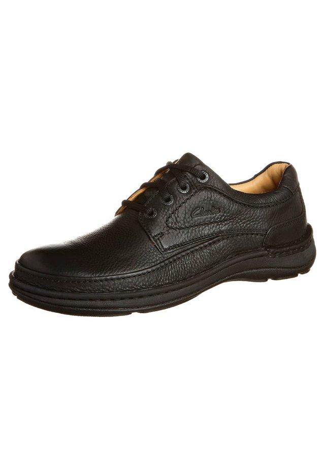 NATURE THREE - Zapatos con cordones - black