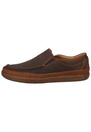 CLARKS SNEAKER - Slip-ons - brown