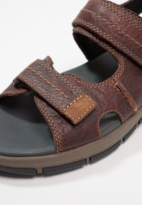 Clarks - BRIXBY SHORE - Walking sandals - marron foncé - 5