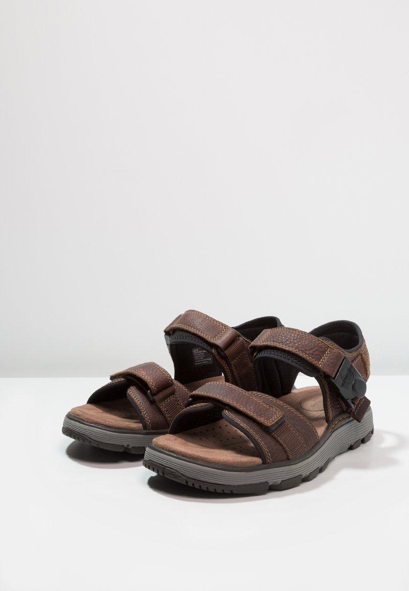 Produce Suri idea  Clarks TREK PART - Walking sandals - dark tan - Zalando.co.uk